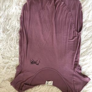 Mauve t-shirt with embroidered detail